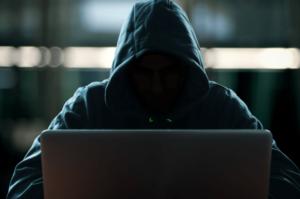 ハッカーがサイバー犯罪している